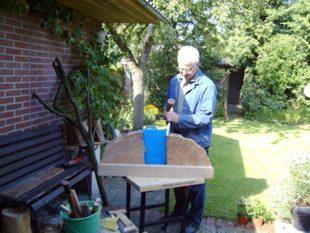 Bei schönem Wetter kann ich meine Ideen in Holz oder Stein auch im Garten verwirklichen