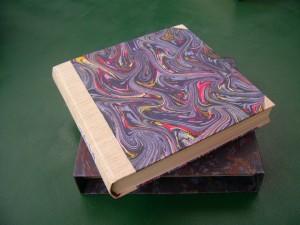 Buch mit Schuber   20 x 25 x 4 cm